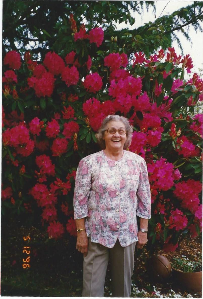 Mom Rosie 5-12-96 from Raelynn good picture